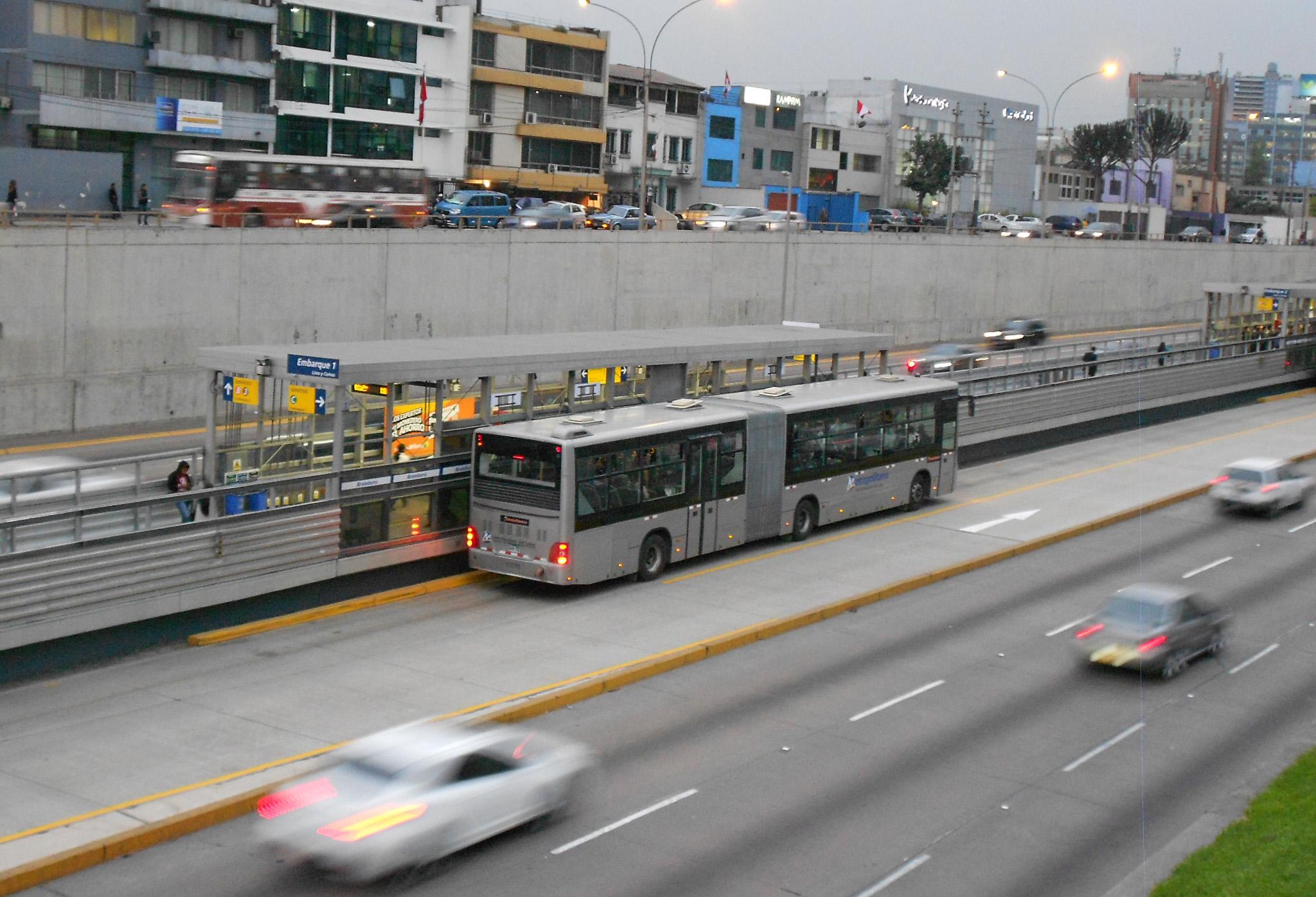 Le Metropolitano, BHNS de Lima (Pérou), mis en service en 2010