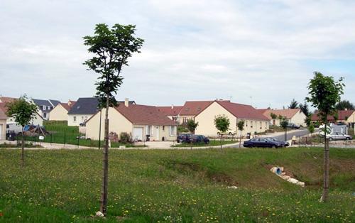Lotissement, début des années 2010, couronne périurbaine de Blois (41)